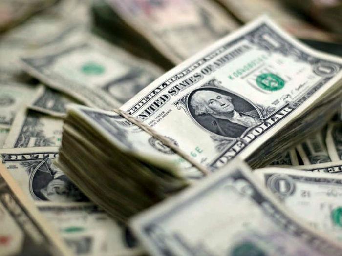 تردید درباره خرید دلار