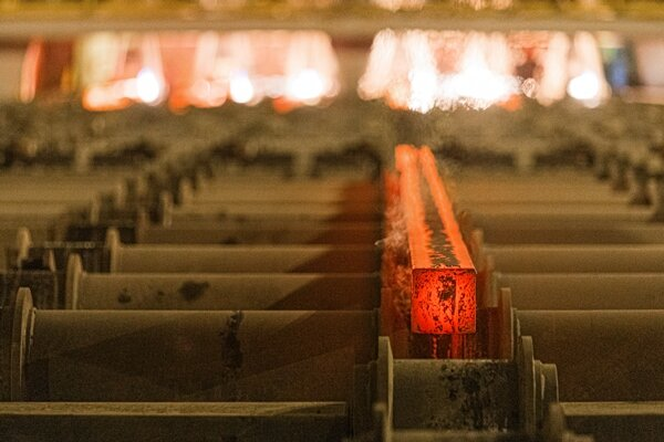 قیمتگذاری دستوری به فولاد رسید/ بهبود بازار یا توزیع رانت؟!