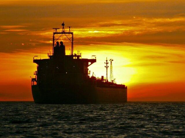بازار نفت بین کندی اقتصادی و ذخایر عظیم گیر افتاد