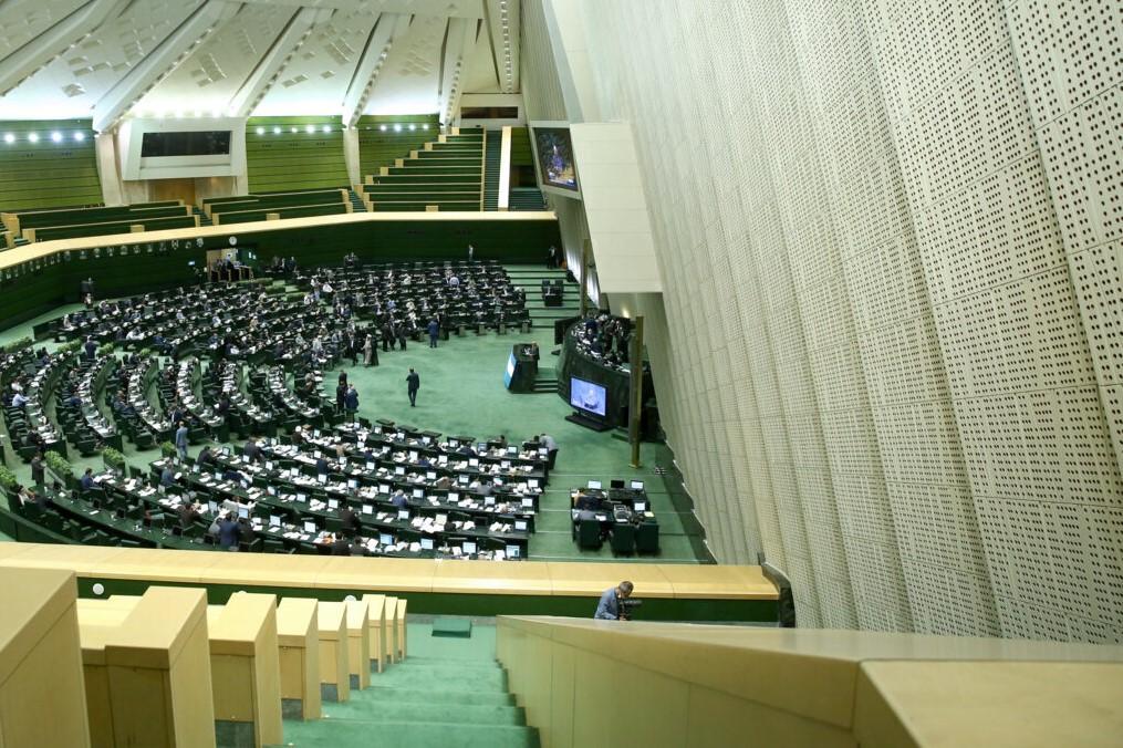دستور کار جلسات علنی مجلس در هفته جاری تقاضای تحقیق و تفحص از عملکرد بانکهای دولتی روی میز نمایندگان