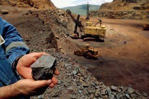 ابعاد خام فروشی مواد معدنی در زنجیره فولاد ایران
